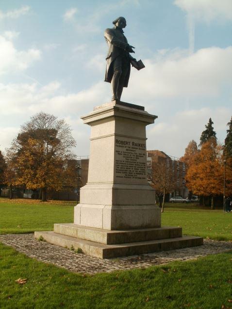Robert Raikes - Statue in Gloucester